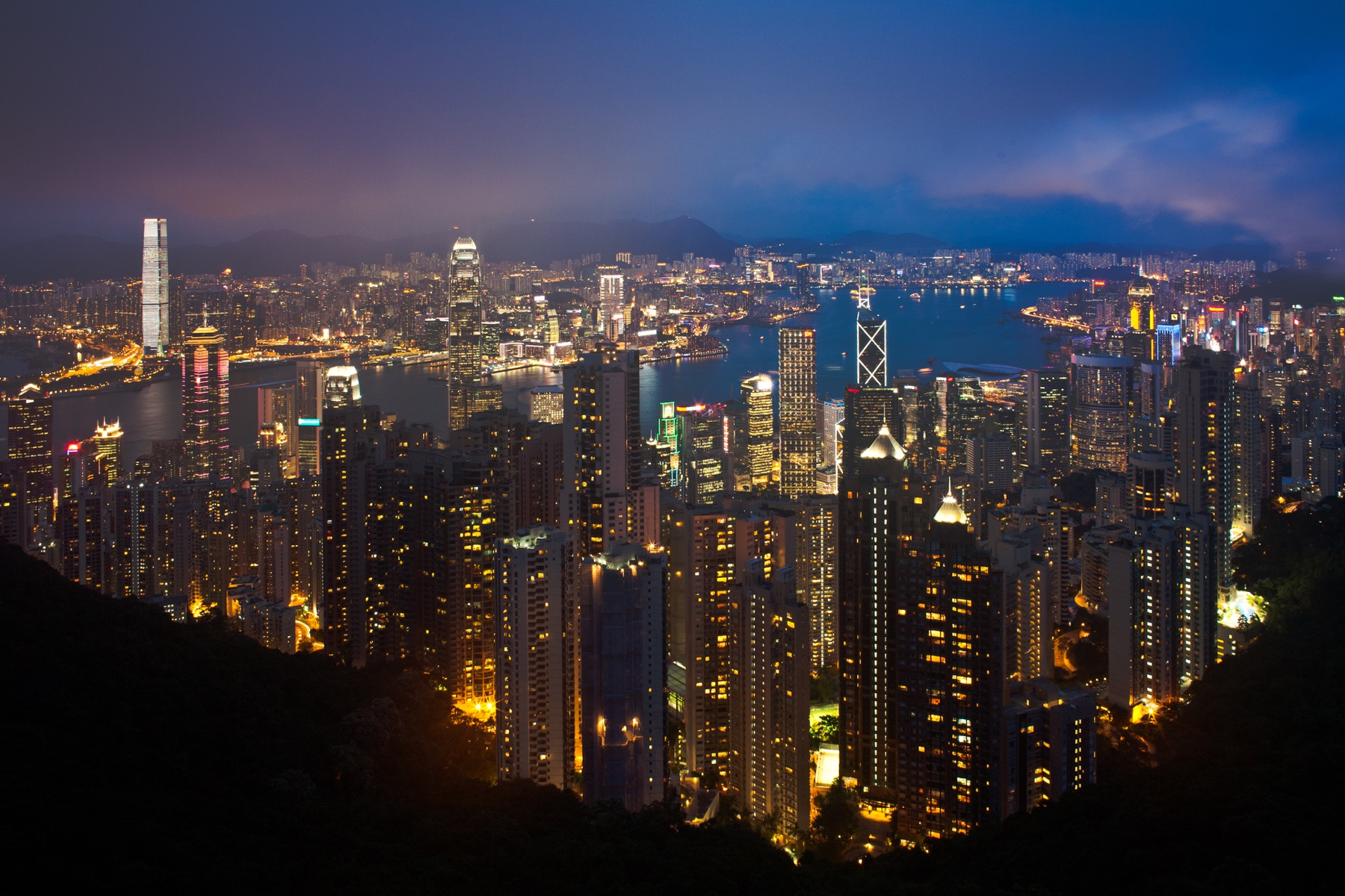 hong-kong-cityscape-at-night_BvMaGl_3fe-1
